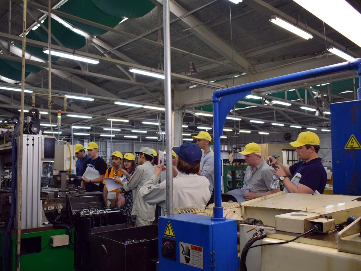 竹中製作所での工場見学の様子