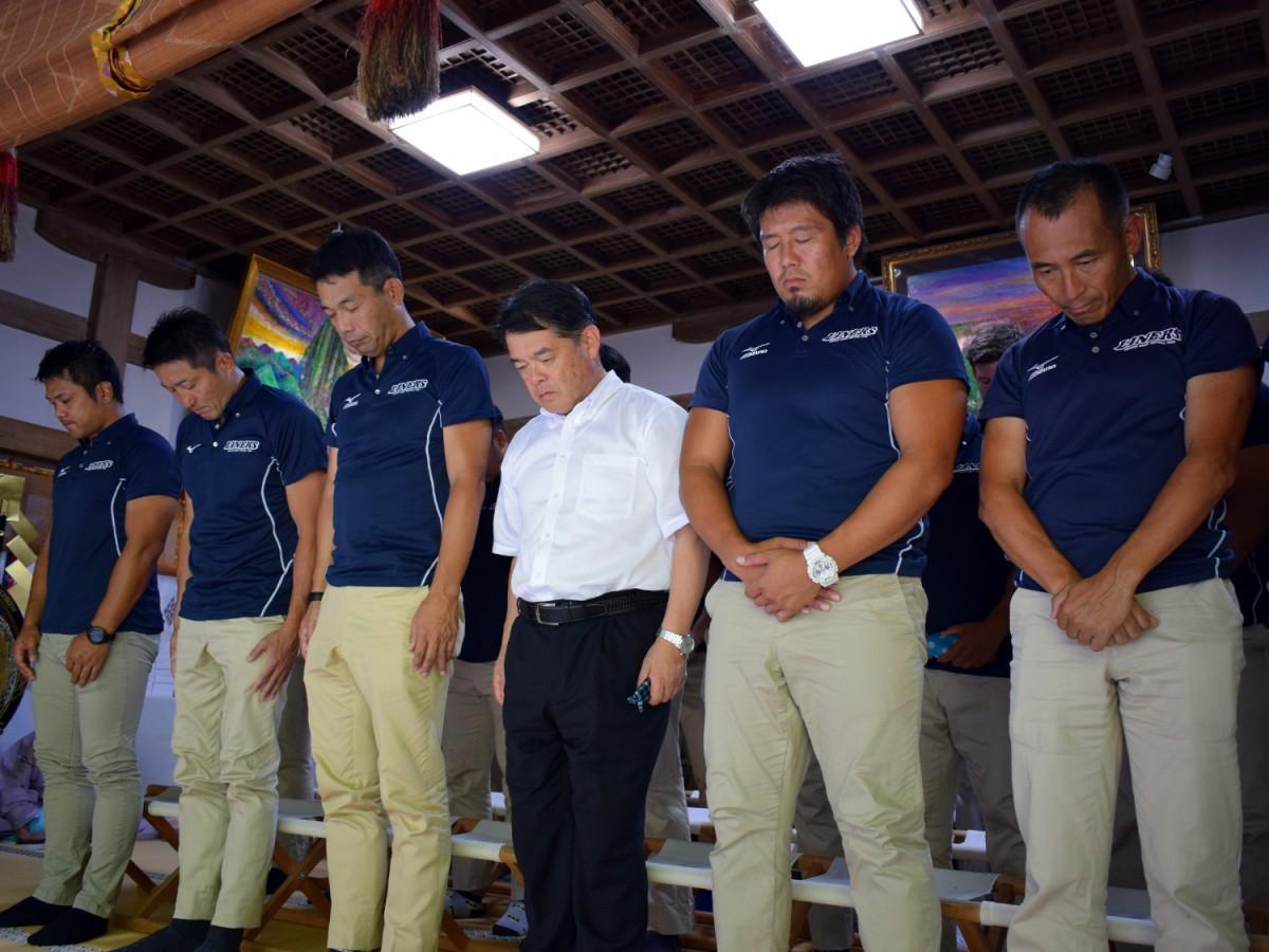 枚岡神社で新シーズンの必勝を祈願