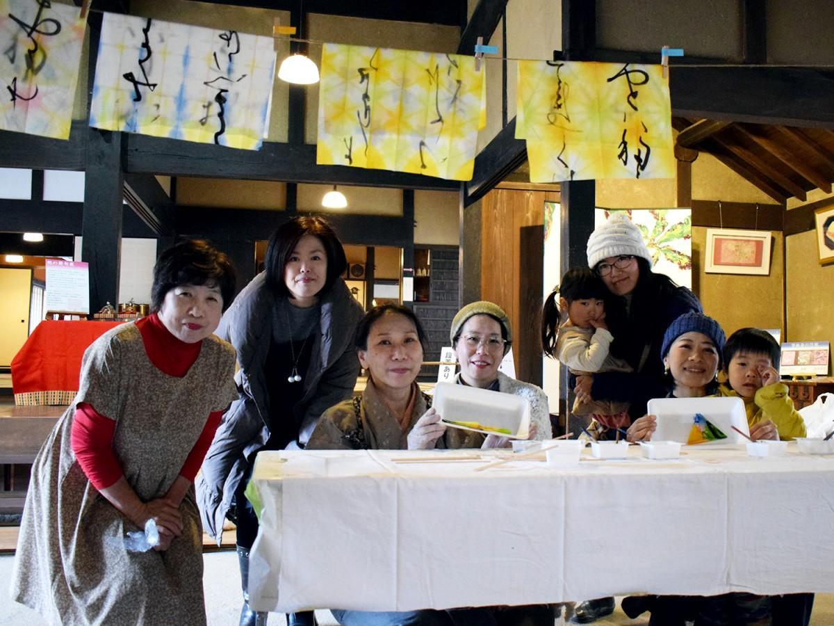 伊藤千晶さん(左から3番目)と参加者