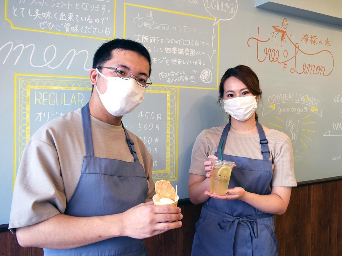店長の大嶋勇人さん(左)