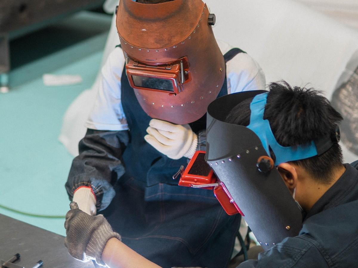 町工場で溶接・塗装・組み立ての体験ができる