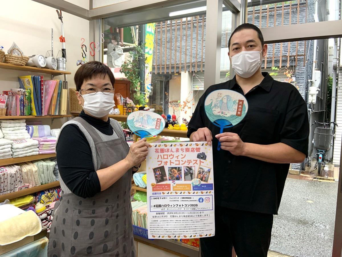 花園本町商店街の「お直し きもと」の木元久美子さん(左)と「お野菜料理ふれんちん」の白山登茂和さん(右)