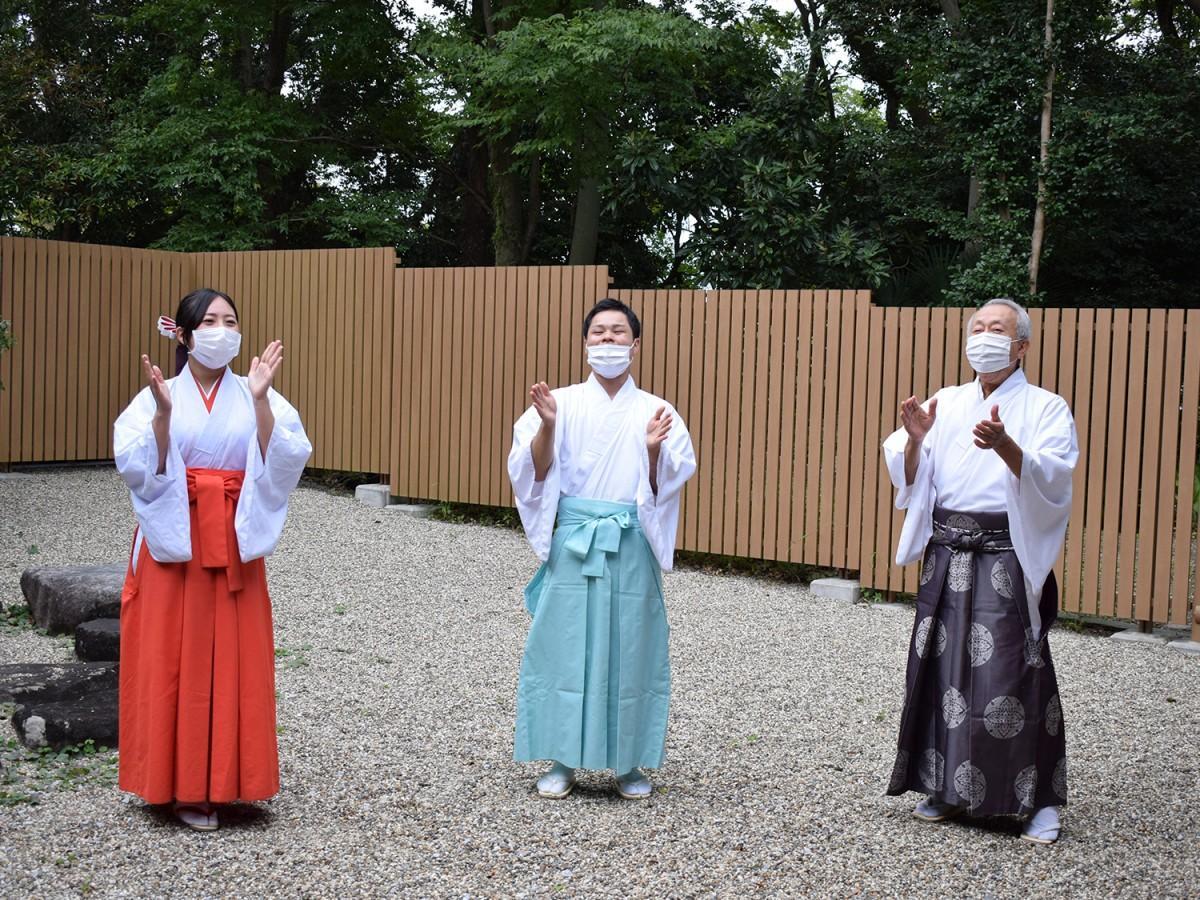 枚岡神社のプログラム「神社で『笑い』について学ぼう!」