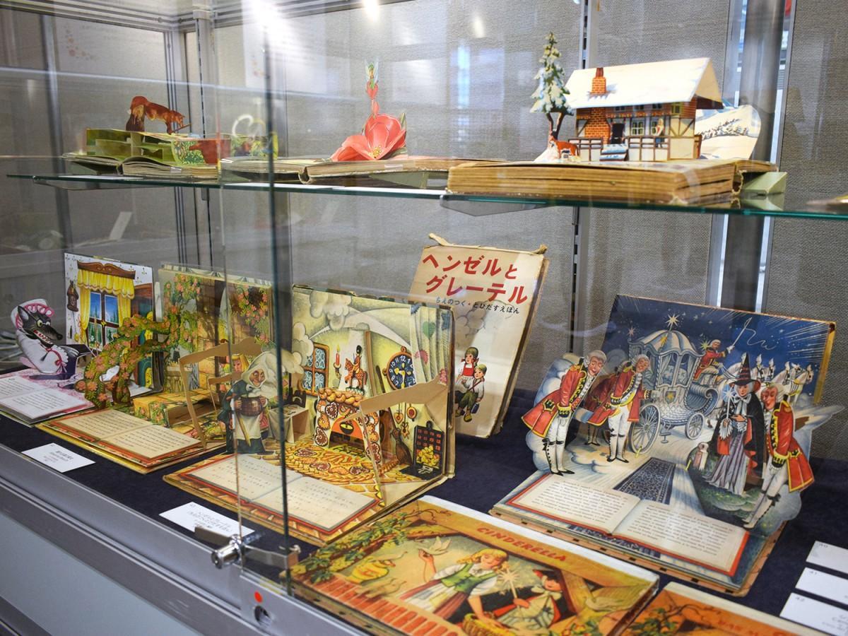 ブッカーノ童話集と昔話のポップアップ絵本