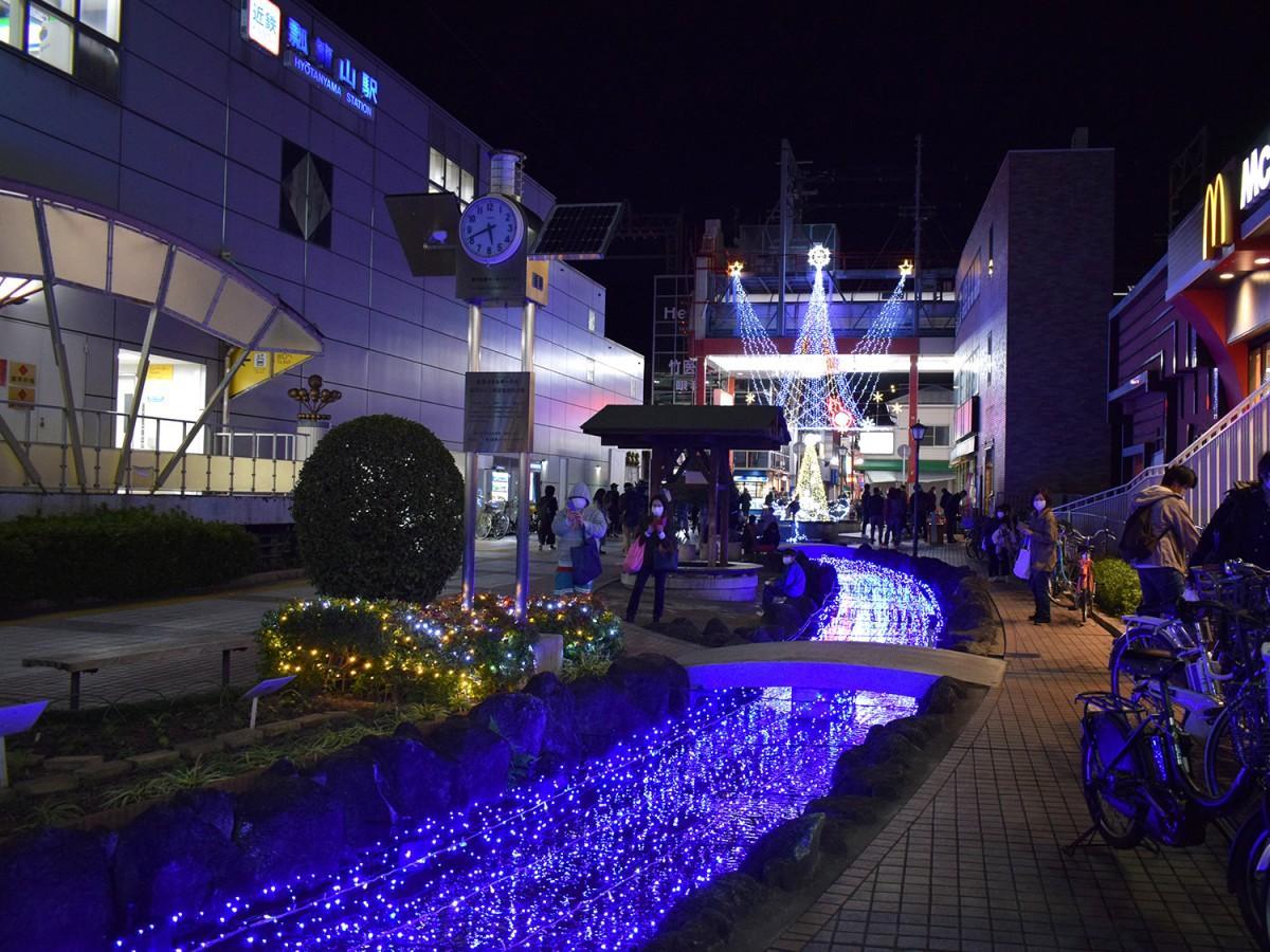 瓢箪山駅前せせらぎ広場のイルミネーション