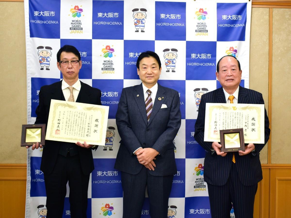 写真左からCHAMPION CORPORATIONの岡村取締役、野田市長、下西技研工業の下西社長