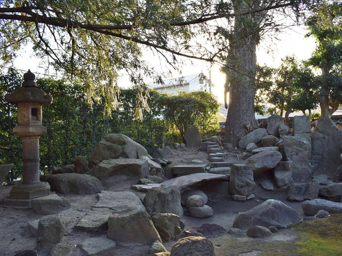 旧河澄家の枯池式枯山水庭園