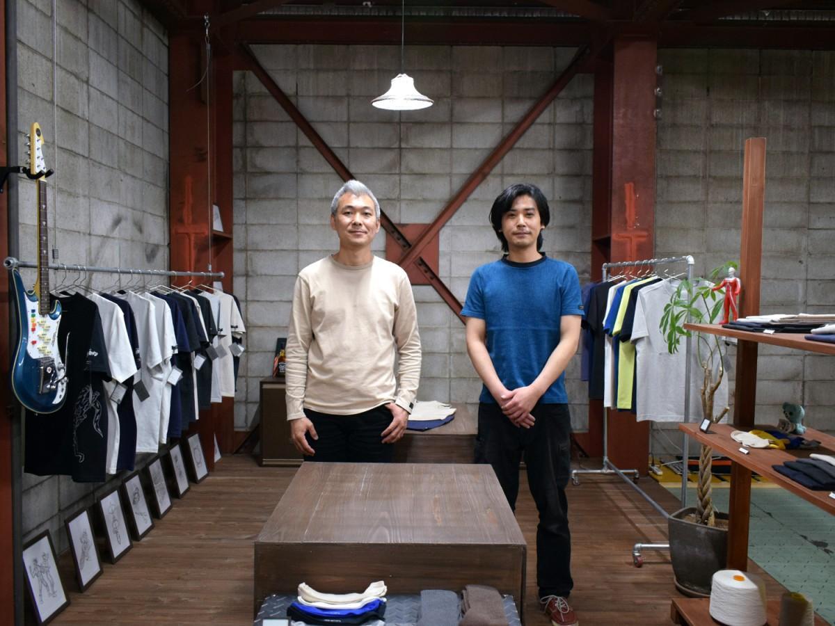 筒井利彦社長(写真左)と生産管理の須磨裕樹さん(同右)