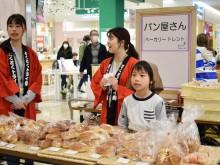 東大阪で職業体験イベント 元気よく「いらっしゃいませ〜」、初めての給与明細も