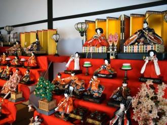 東大阪・旧河澄家で「桃の節句展」 地域の家庭寄贈のひな飾りで華やかに