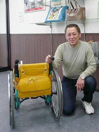 車いす用バッグを開発した「アトリエ千異多(チータ)」の西本さん。