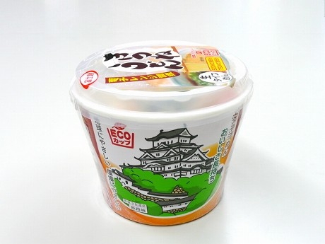 「富士麺業」が「矢内食品」と共同で開発したエコカップうどん。お湯などは使わず電子レンジだけで調理でき、常温のまま約2カ月保存できる。