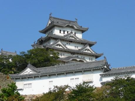 改修工事が始まった姫路城大天守。来春から大天守をすっぽりと覆う素屋根の建設が始まる。