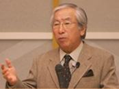 姫路で講演会を行う牟田學さん。
