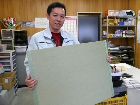 お風呂畳を開発した前田社長。