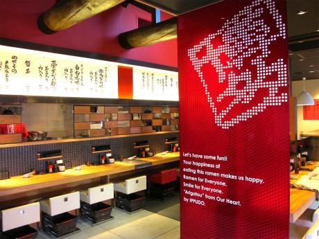 「博多一風堂 姫路店」の店内。