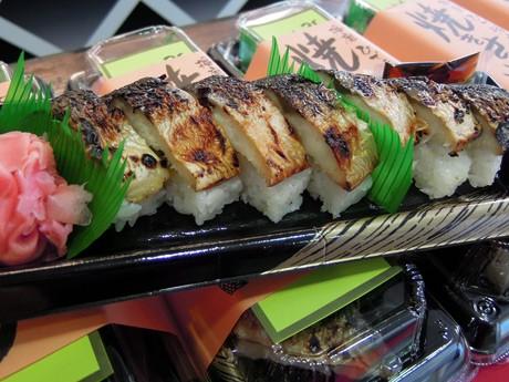 姫路食博2011で人気を集めた「焼きさば寿し」(900円)