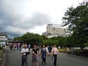盆休みの姫路城にぎわう-「天空の白鷺」は1時間待ち