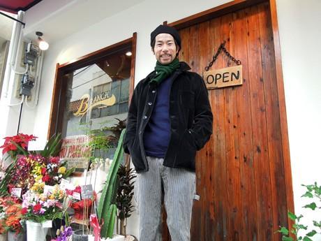 店主の上野宏輔さん。12月1日オープンした古着セレクトショップ「BRANCH(ブランチ)」(姫路市紺屋町)で