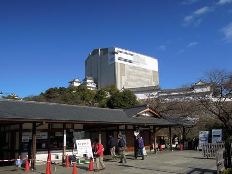 12月11日に世界文化遺産登録から19年を迎えた姫路城・菱(ひし)の門付近の様子