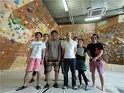 姫路にクライミング専門ジム-高さ4.8メートルの壁に120のコース