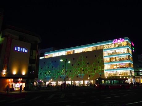 来館客数が300万人を突破した「ピオレ姫路」(姫路市駅前町)。写真は新姫路駅ビル「ピオレ本館」