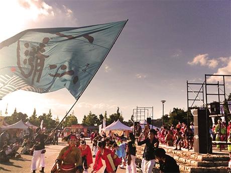 イベントのフィナーレを飾った「ひめじ良さ恋」チームのパフォーマンス。10月6日に大手前公園(姫路市本町)開催された「姫路城応援フェスティバル」で(写真提供=ツイッター姫路交流会)