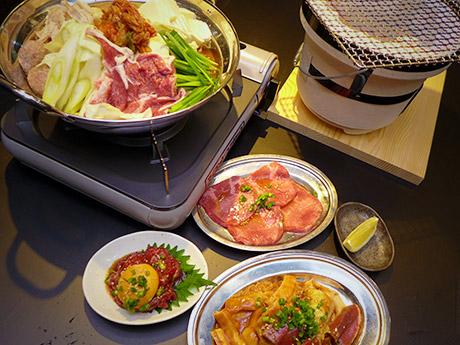 「つまみ」では馬肉ユッケ(写真左下、880円)も提供。姫路駅南にオープンした「ホルモンやまと 姫路駅南店」(姫路市豊沢町)で。10月21日