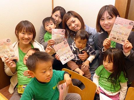 「西二階町商店街」(姫路市西二階町)で11月23日に開催される「はりまのママフェス はっぴーる☆」実行委員会のメンバーら。姫路市内で撮影。11月13日