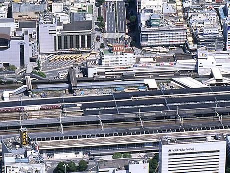 2008年当時のJR姫路駅周辺。中央に旧駅ビル「FESTA(フェスタ)」が見える(写真提供=姫路市)