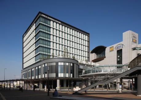 地上9階、高さ41.85メートル、延べ床面積は13134.16平方メートルの姫路ターミナルスクエア。