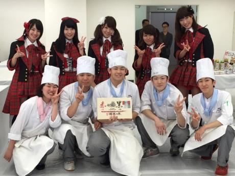 予選を勝ち抜いた5人と応援に駆け付けた姫路ご当地アイドルKRD8