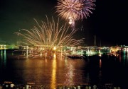 姫路港で海上花火大会 4000発打ち上げ、夜空彩る