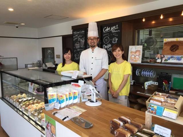 オーナーシェフ生田さん(中央)とスタッフ