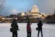 世界遺産姫路城で雪景色 早朝からカメラマンら詰め掛ける