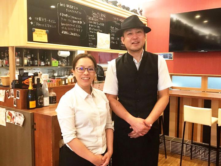 店主の行木若菜さん(左)