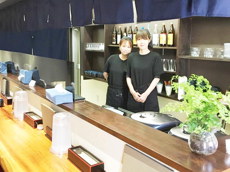 店主の小林由香さん(右)
