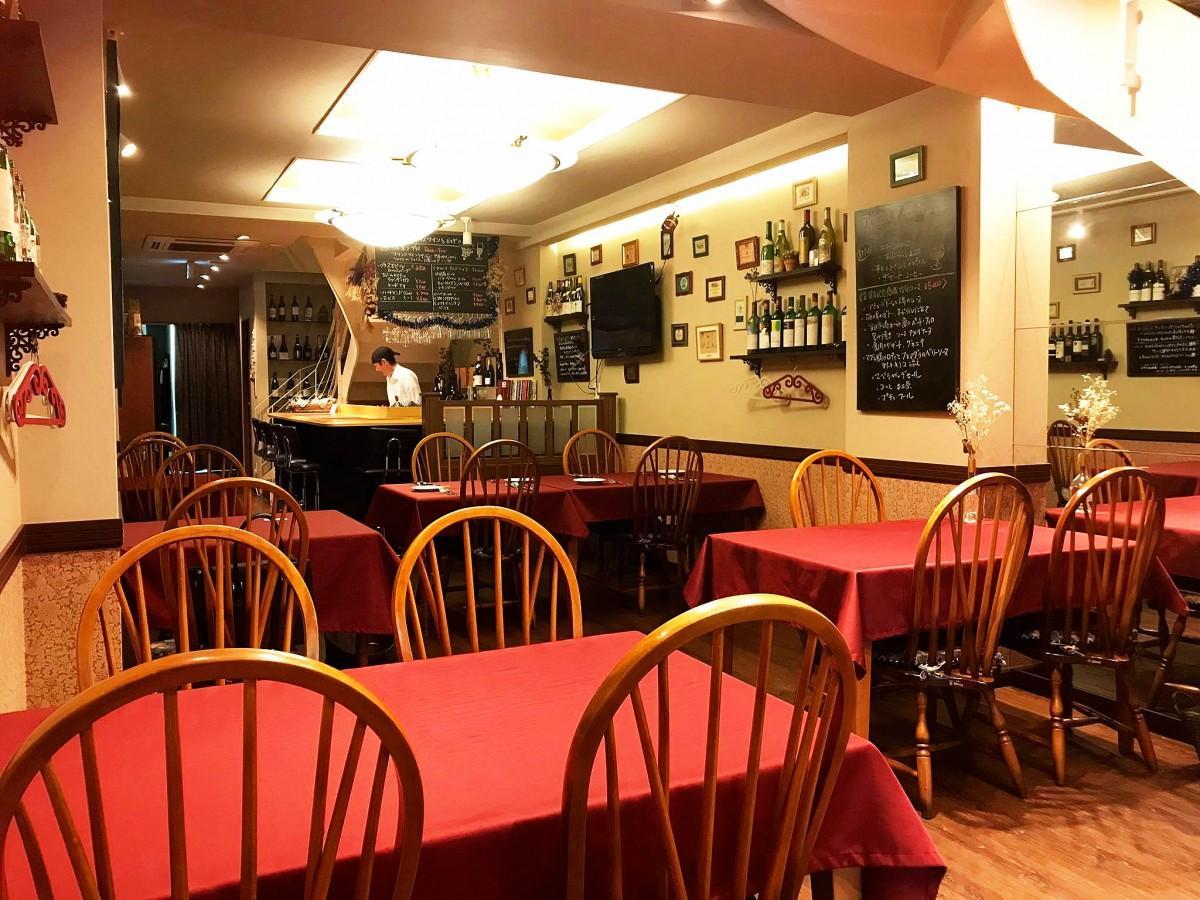ビストロレストラン「グランブルー」店内1階