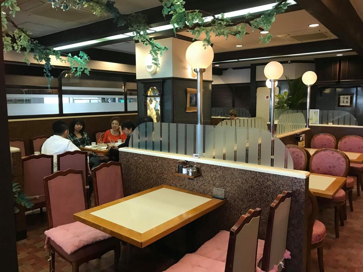 喫茶店「ブラジル東店」店内