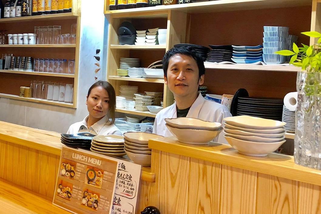 店主の黒田美己さん(左)と黒田学さん(右)