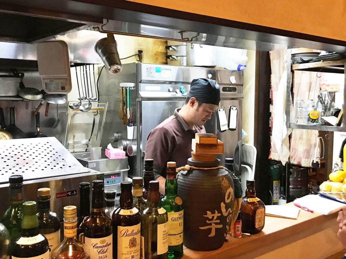 居酒屋「酔酒 (よいさ)」店主の小林洋一さん