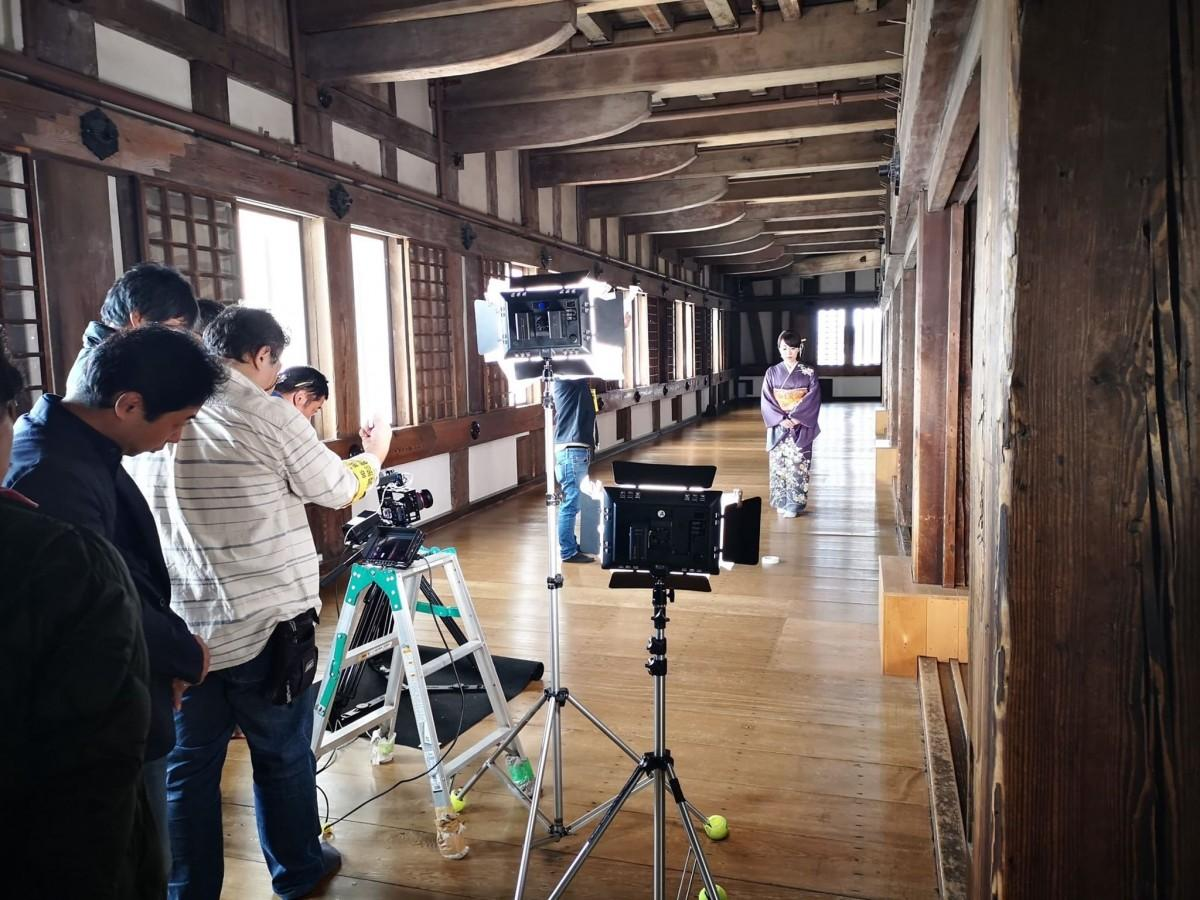 姫路城大天守最上階でミュージックビデオを撮影