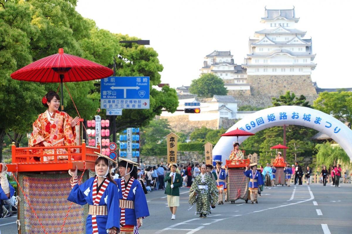 姫路城近くで「第70回姫路お城まつり」 時代パレードなど華やかに ...