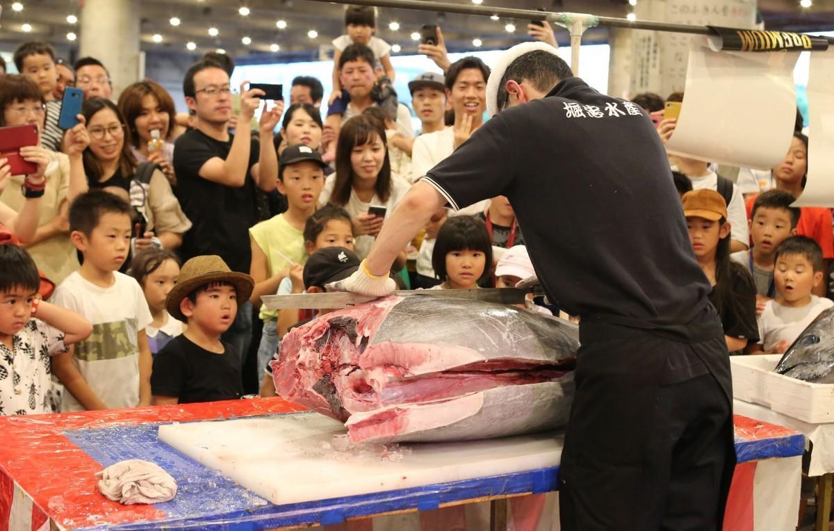 大勢の市民でにぎわった姫路・中央卸売市場