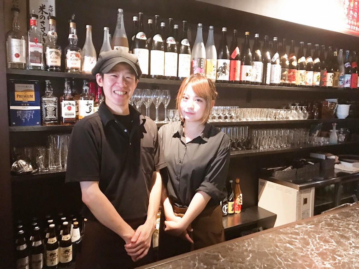 店主の東優汰さん(左)