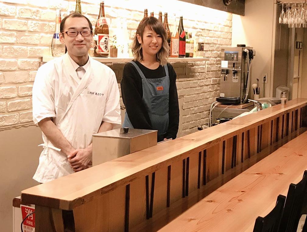 店主の浅野丞さん(左)