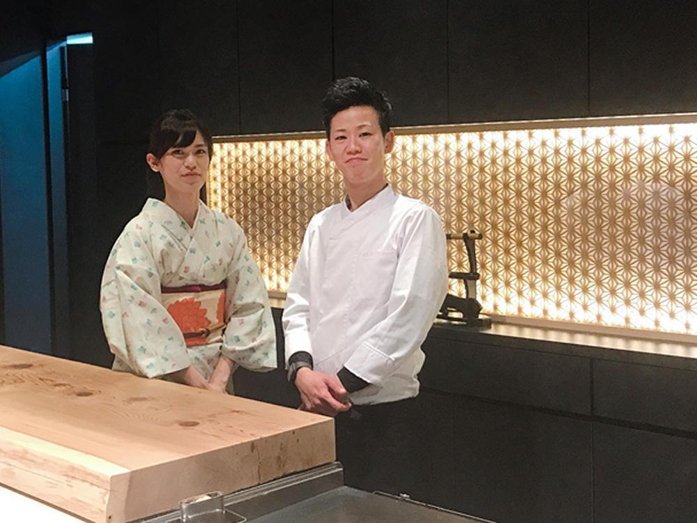 店長の伊藤優さん(右)