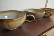 枚方のカフェ・ギャラリーで「藤原純 陶展」 日常で使える信楽焼の500作品