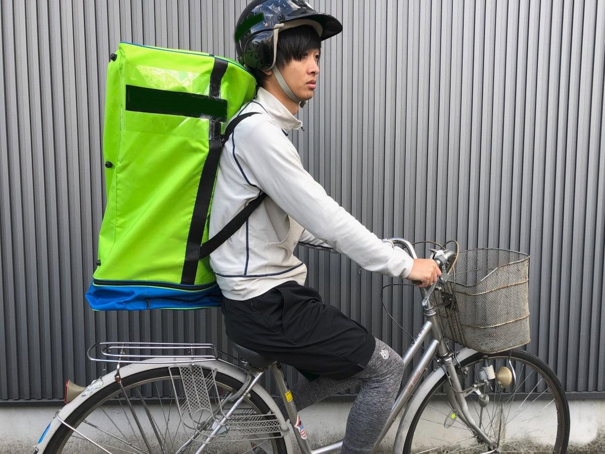弘前市内で宅配サービスをする高橋さん