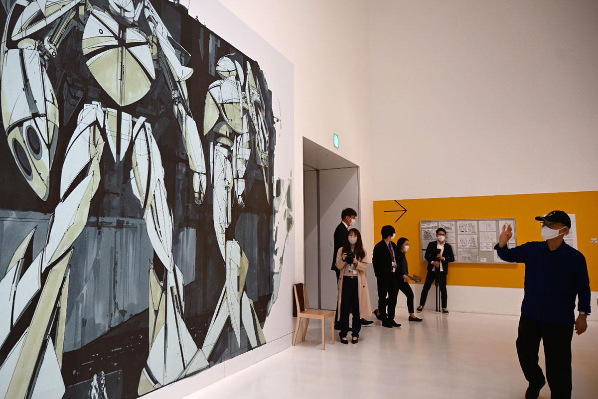 4メートルのシド・ミードのデザイン画も展示する